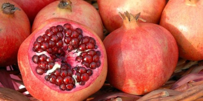 Naturally: Pomegranates